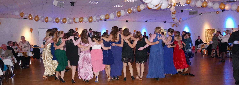 Tanzjugend feiert rauschende Ballnacht